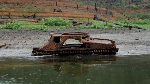 An old US Army tank in Lake Burragorang